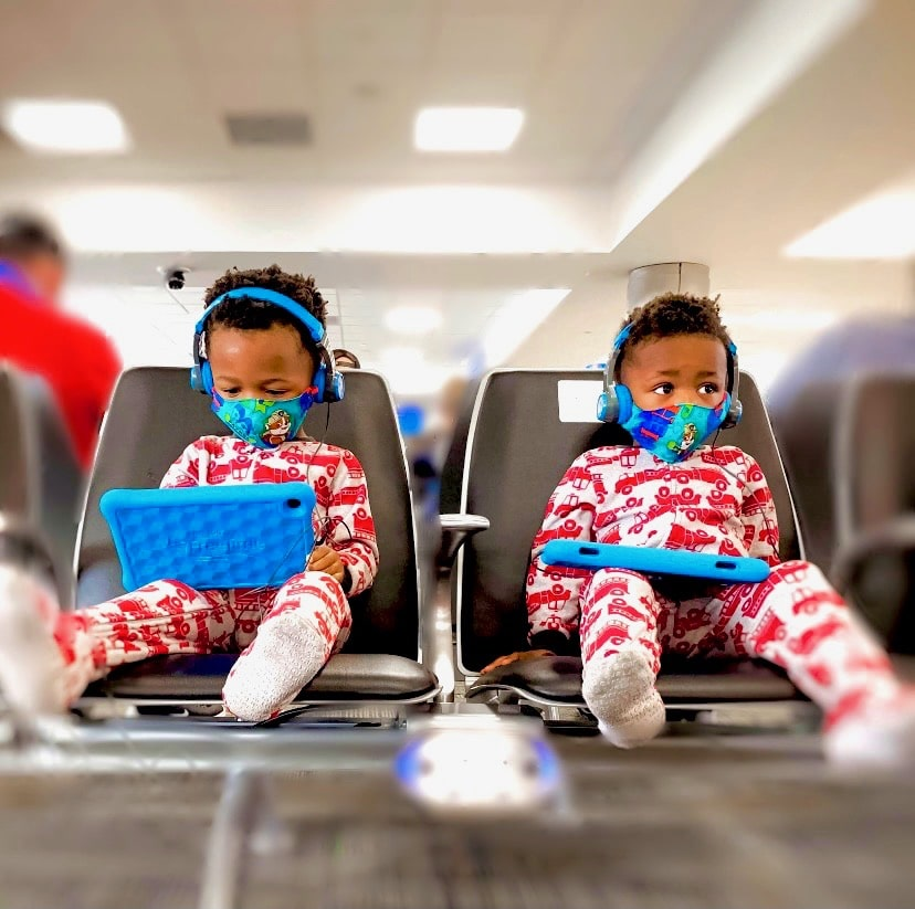 Traveling with Toddlers during covid_Kids at airport